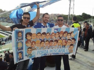 William Gelsumino con lo striscione esposto anche durante Genoa-Pescara