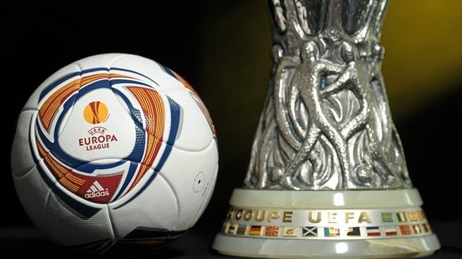 Il trofeo dell'Europa League (Fonte: Diego Sideburns flickr.com)