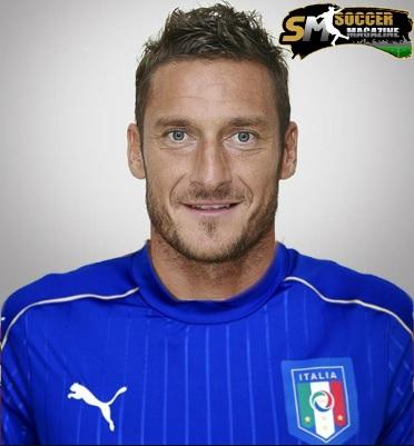 Totti con l'attuale maglia della Nazionale