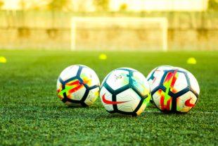 Palloni da calcio di Kakudmi, unsplash