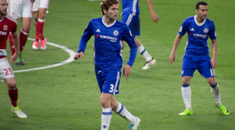 Marcos Alonso in azione [fonte: @cfcunofficial (Chelsea Debs) London, Flickr.com]